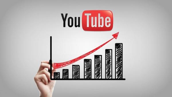 Ici, on peut voir le logo de YouTube. En dessous, il y a un graphique à bandes qui présente une augmentation.